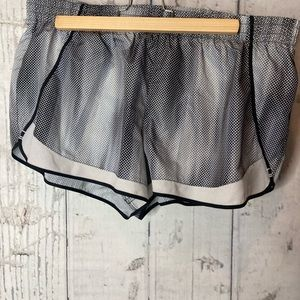 SO Grey and white shorts with underwear liner xl